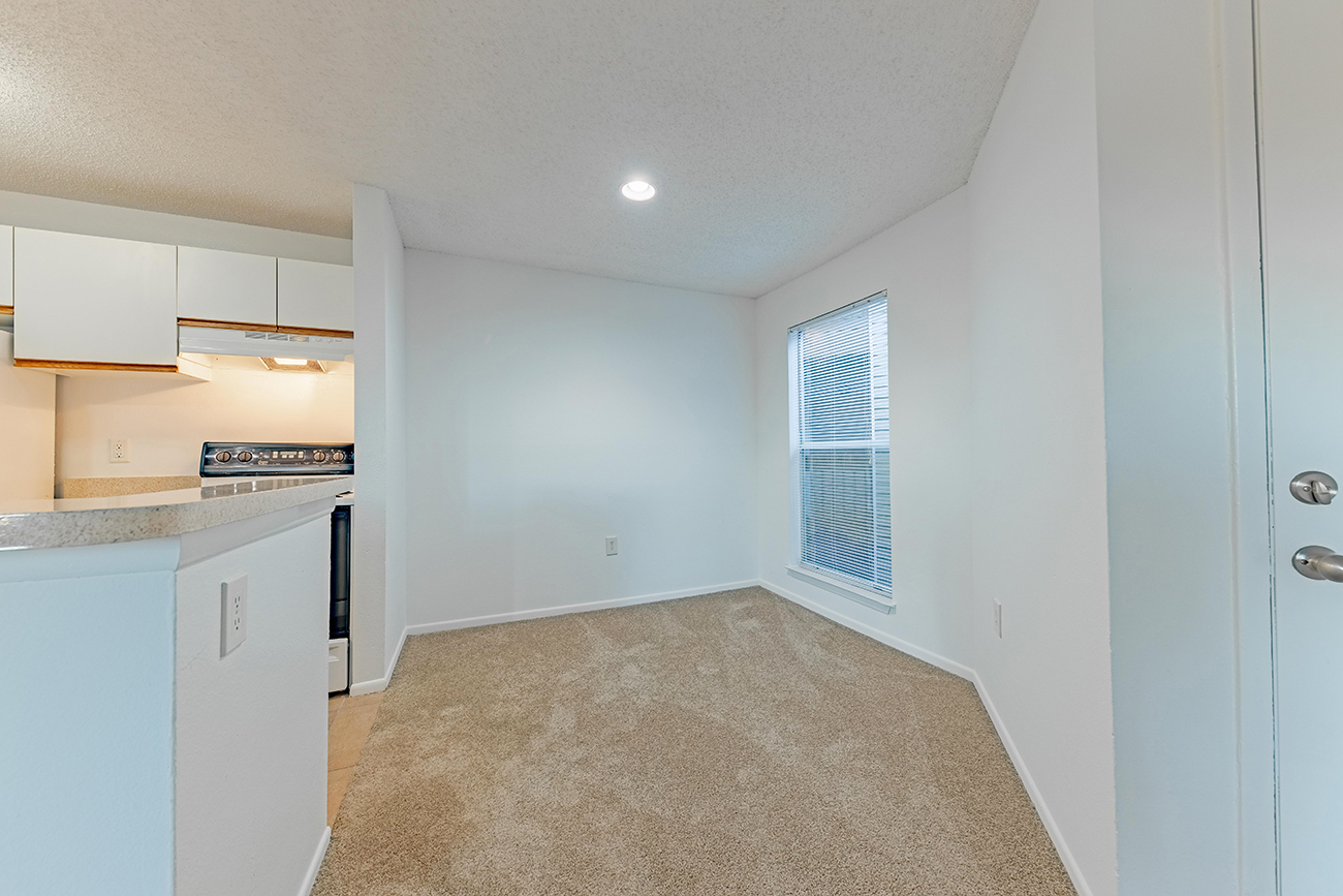 The Dogwood (2 bedroom): Dining area