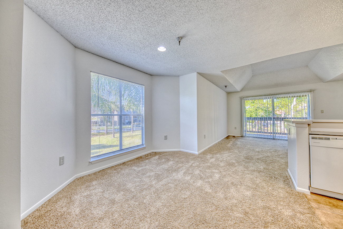 The Cypress (1 bedroom): Bay window dining area